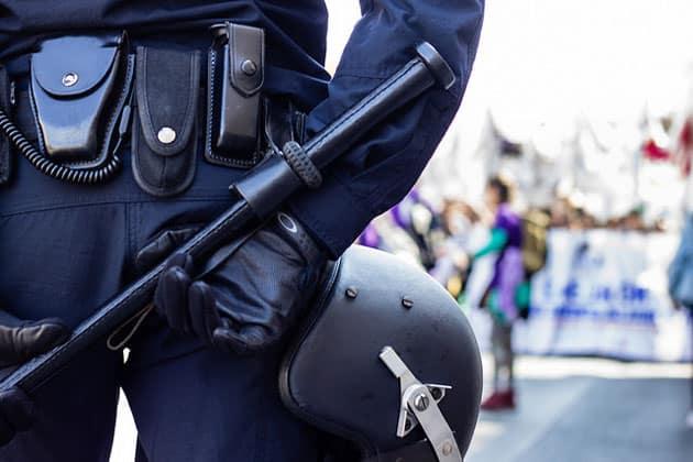 policia en una manifestación